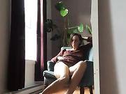 En kåt mamma onanerar hemma och filmar