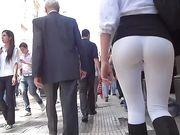 Argentinsk tjej med en trevlig röv filmas voyeur på offentliga platser