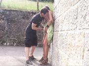 Par gör ömsesidig oralsex på offentlig plats i semester